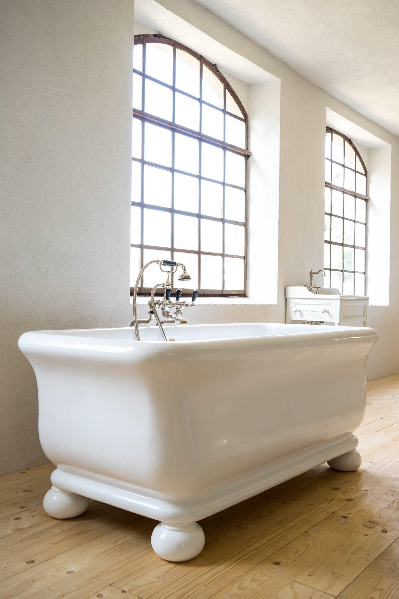 trojan mit f ssen traditional bathrooms. Black Bedroom Furniture Sets. Home Design Ideas