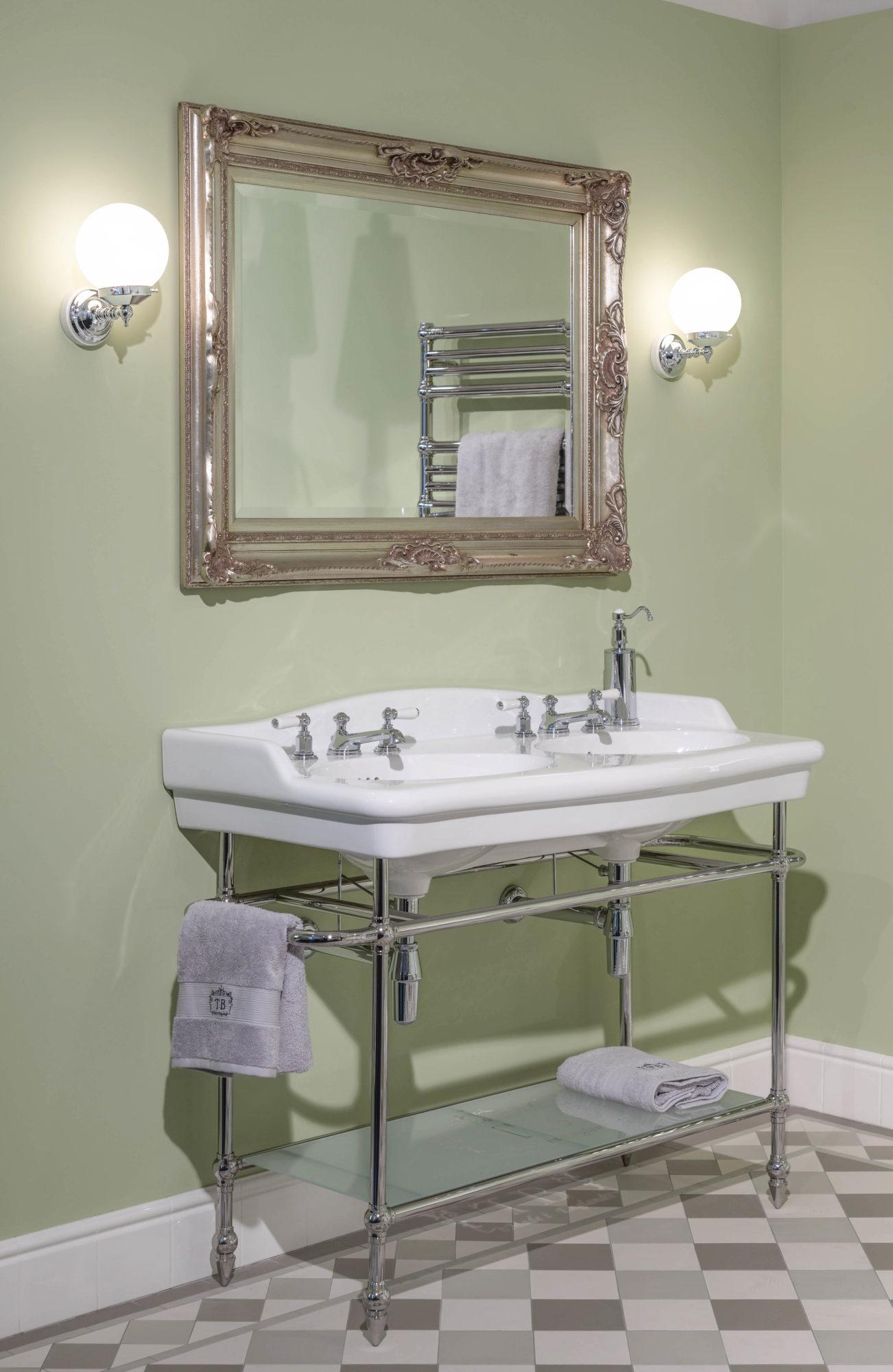 Helen konsolen waschtisch doppelt traditional bathrooms for Waschtisch doppelt
