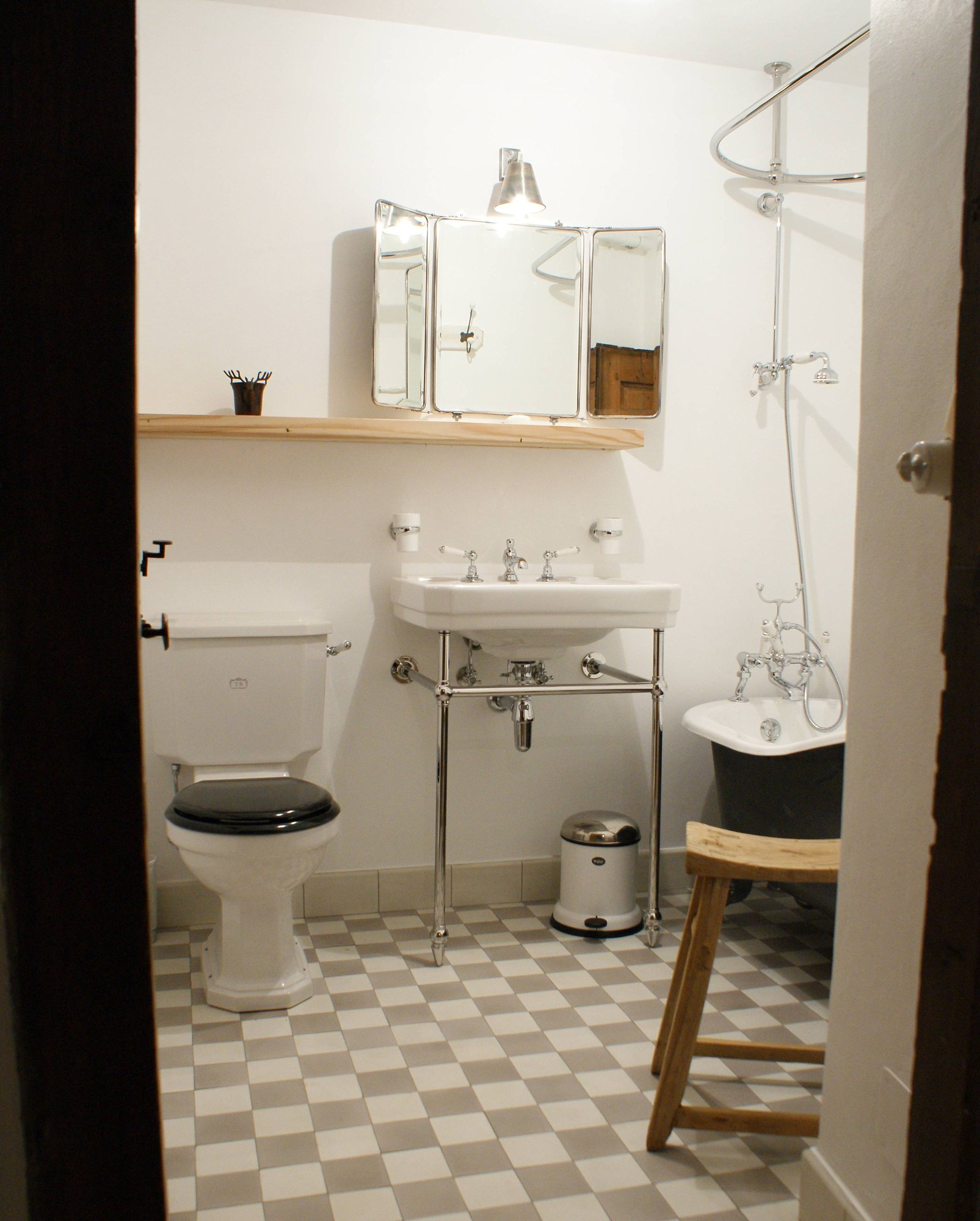 Products Archive – TRADITIONAL BATHROOMS