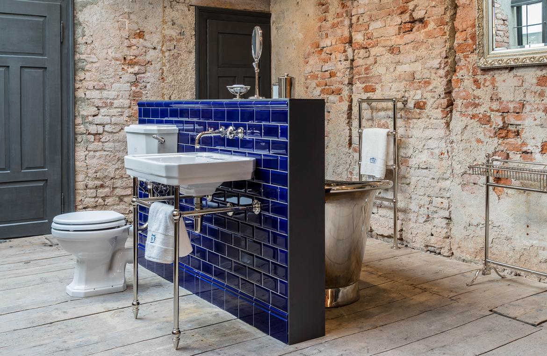 Sehr individuell gestaltetes Badezimmer im Industriedesign