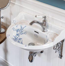 Handwaschbecken im viktorianischen Stil mit floralen Mustern