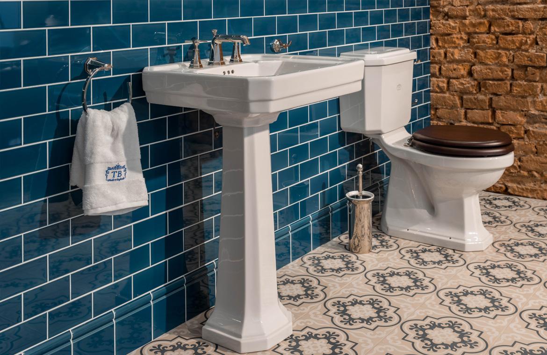 Waschtisch und WC klassischer Stil