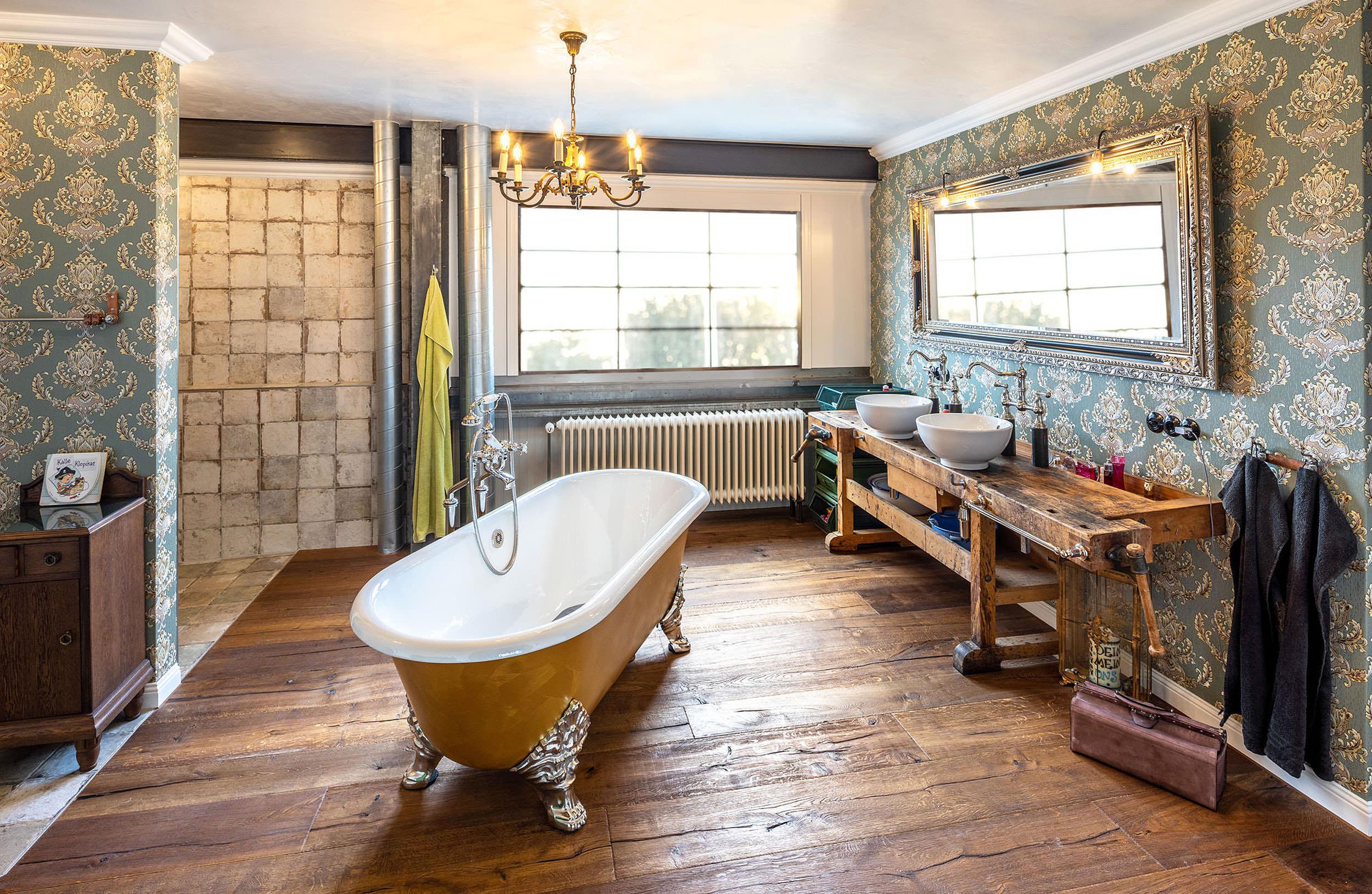 Vintage Badezimmer individuell gestaltet von Traditional Bathrooms. Stilecht, hochwertig und persönlich bis ins kleinste Detail.