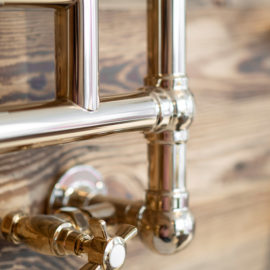 Klassischer Handtuchwärmer Detail Ventil