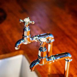Erleben Sie den einmaligen Charme einer Küchenarmatur im Vintage Style. Traditional Bathrooms bietet Ihnen echte Klassiker aus englischer Manufaktur-Fertigung.