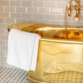 Messingbadewanne von Traditional Bathrooms
