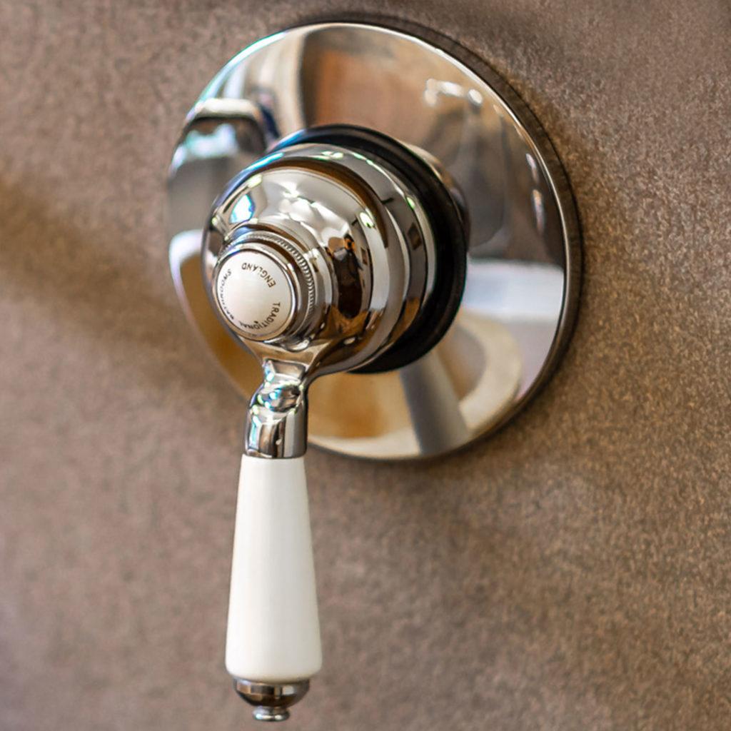 Loft Badezimmer Duscharmatur ohne Thermostat im Classic Style. Gestalten Sie Ihren eigenen Look und kombinieren Sie Viktorianisches Baddesign mit modernem Loft Look. Das Ergebnis? Einfach WOW!