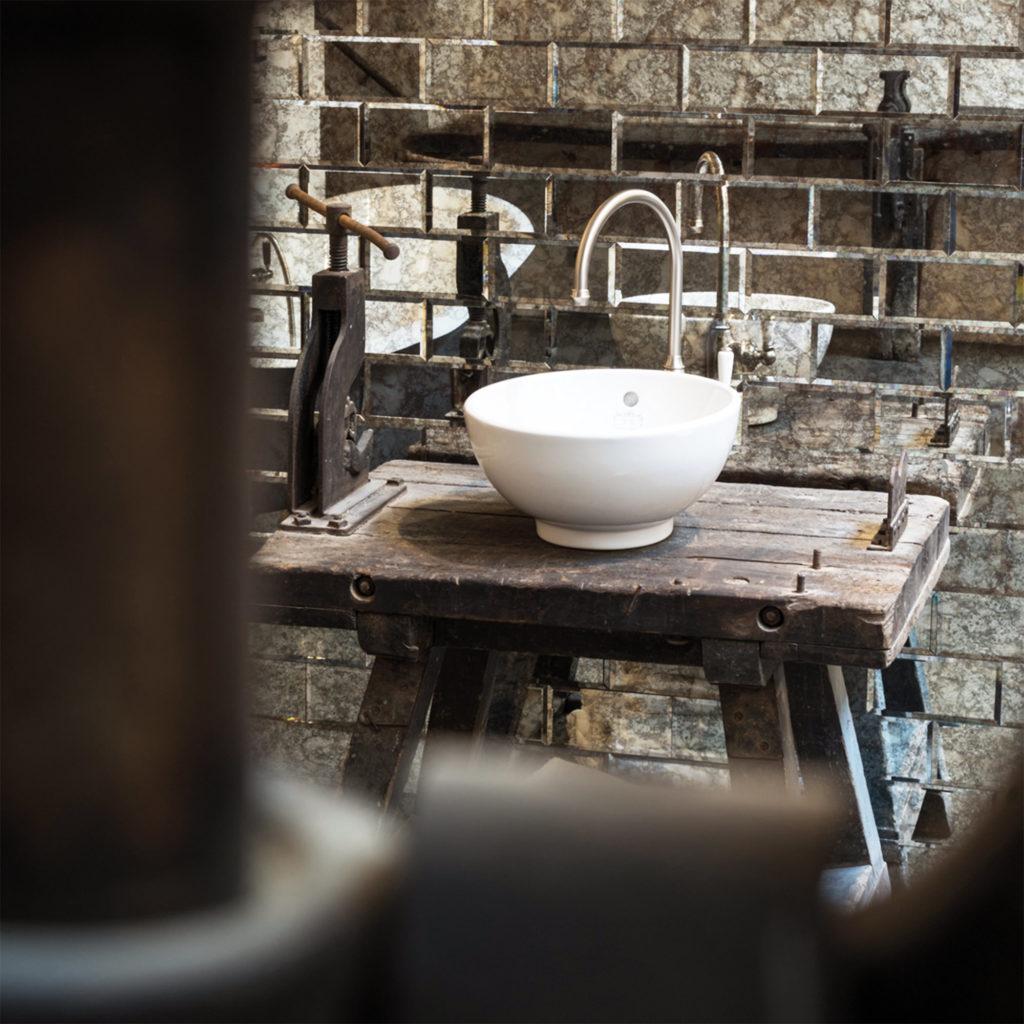 Bad im Industriestil Vintage Aufsatzwaschtisch