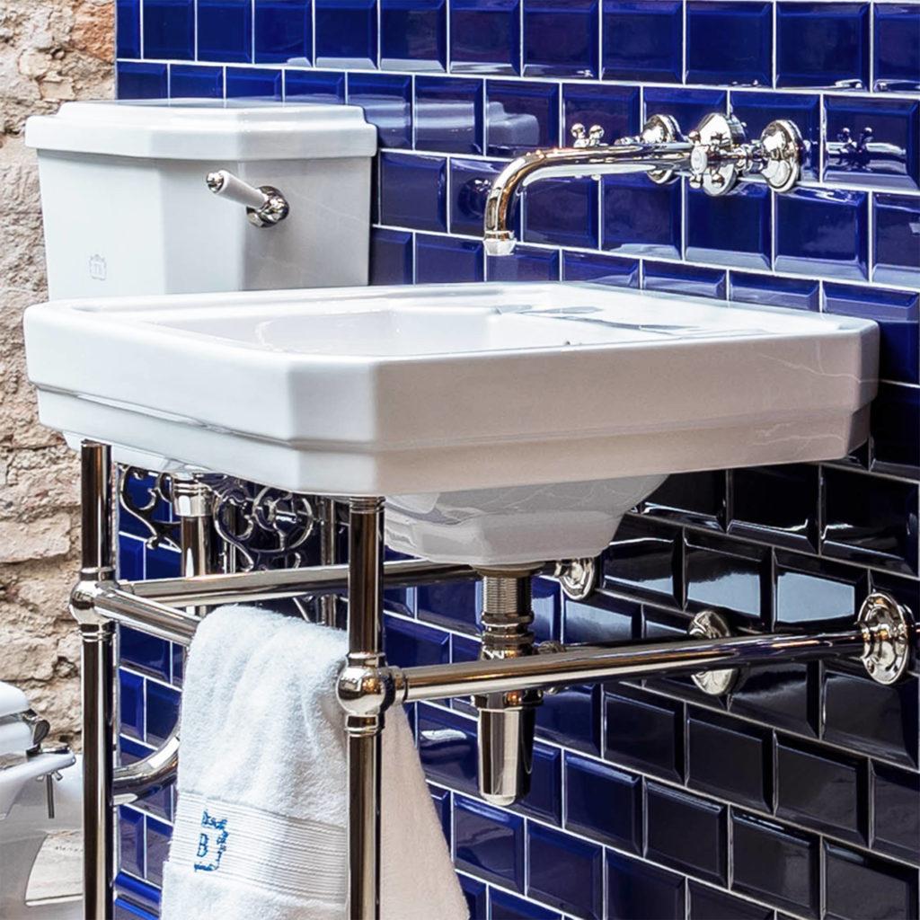 Badezimmer im Industriedesign Retro Waschbecken
