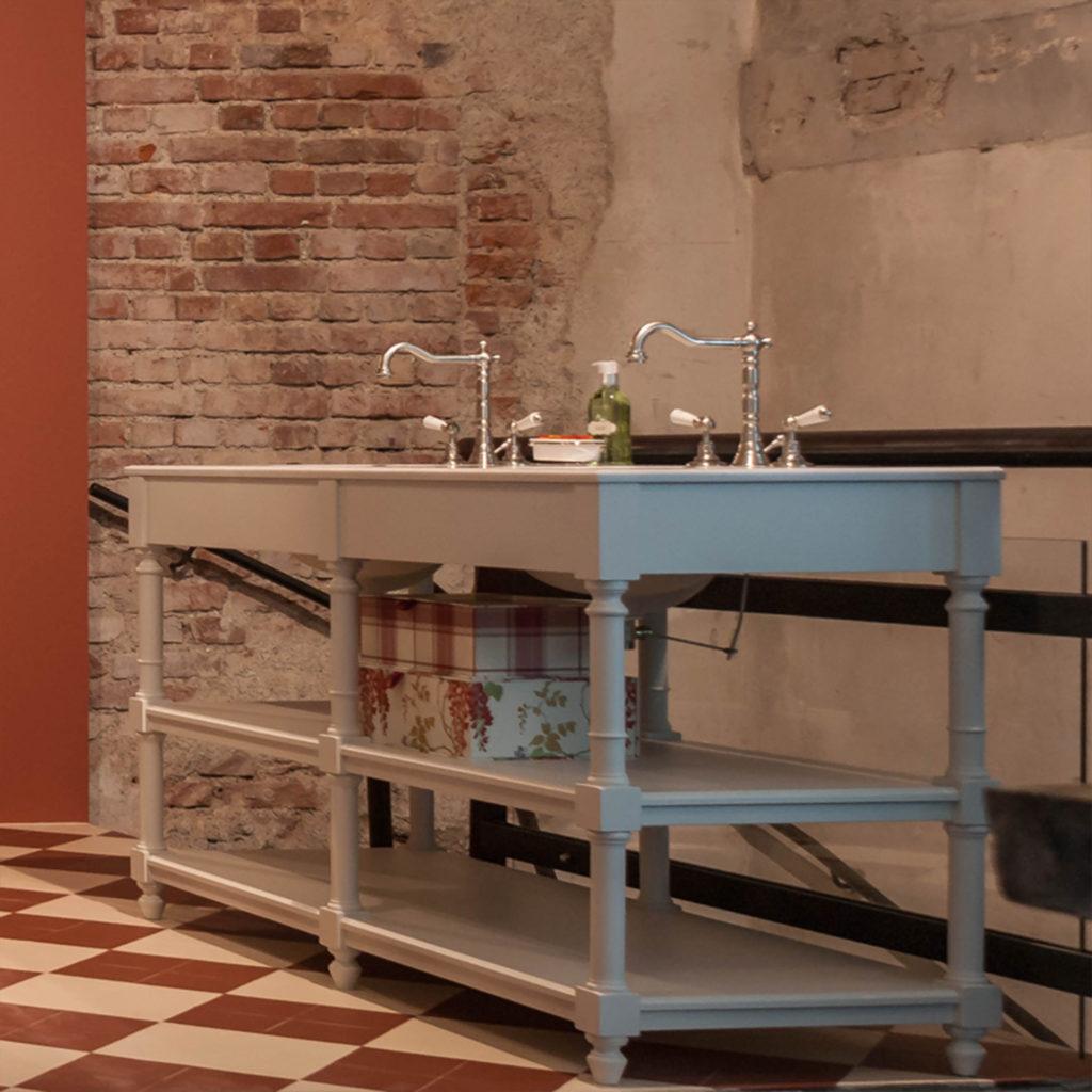 Badezimmer im Nostalgie Stil Waschtischmöbel