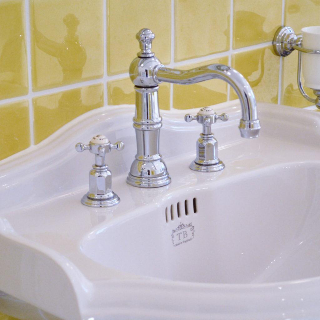 Badezimmer im Vintage Stil Perrin & Rowe Waschtisch Mischbatterie