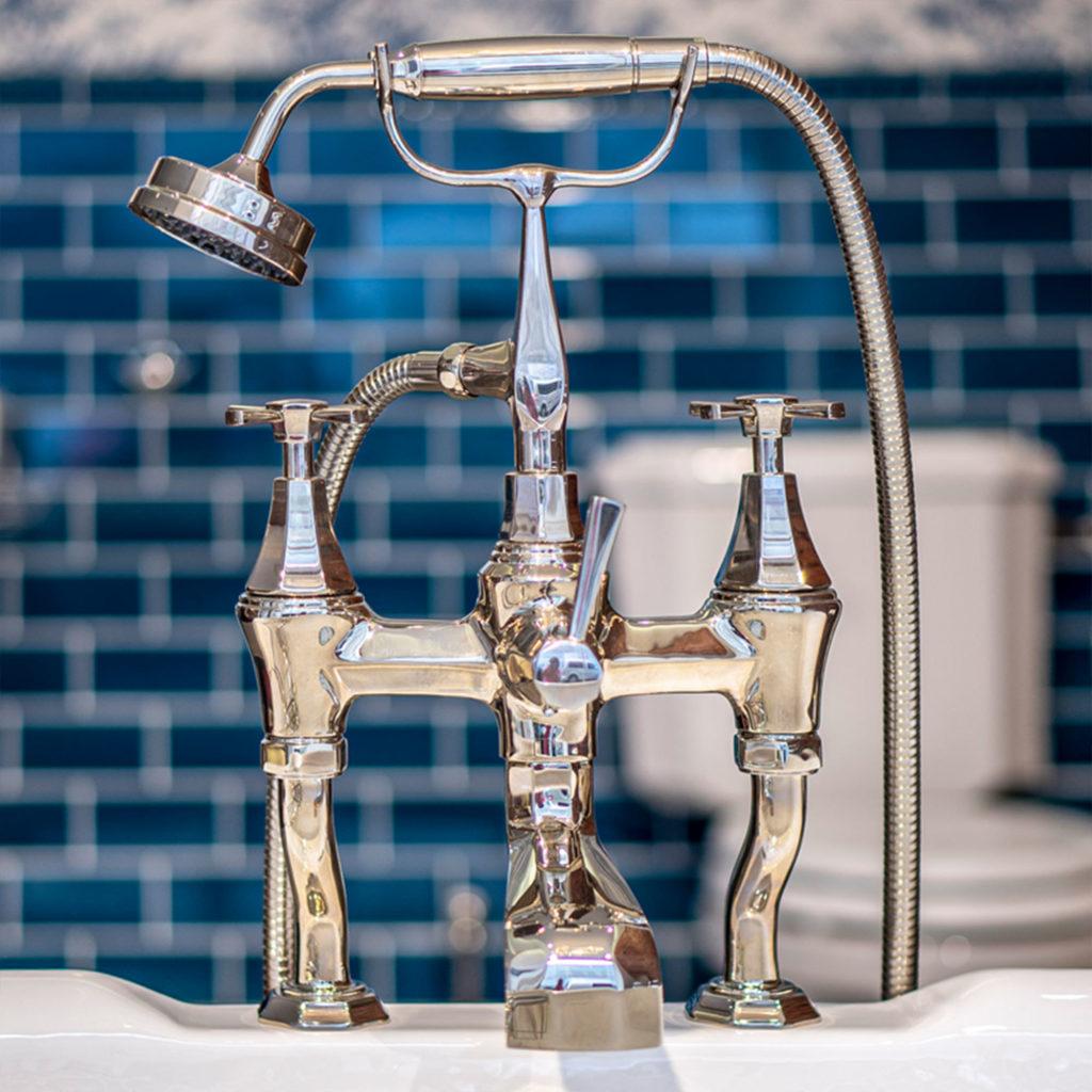Badezimmer im klassischen Stil Perrin & Rowe Badewannenarmatur