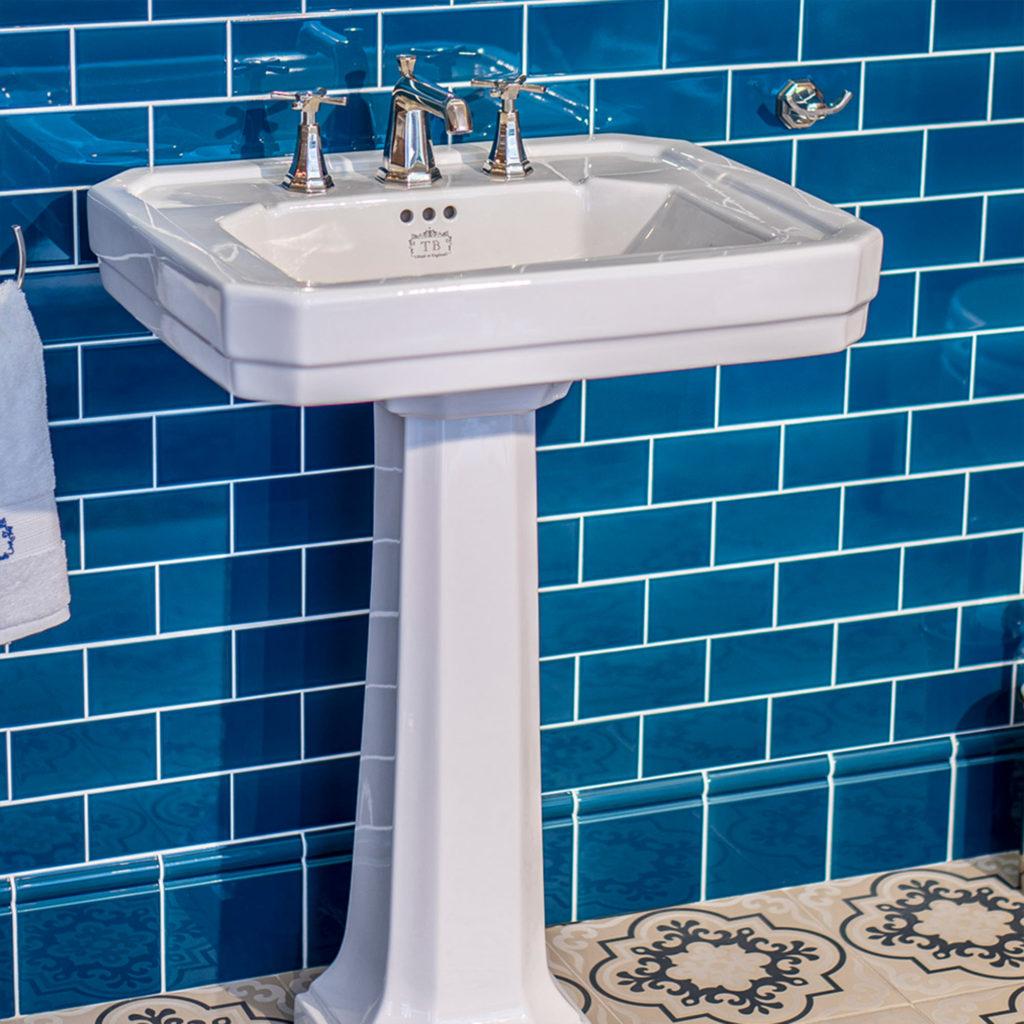 Badezimmer im klassischen Stil Retro Waschtisch