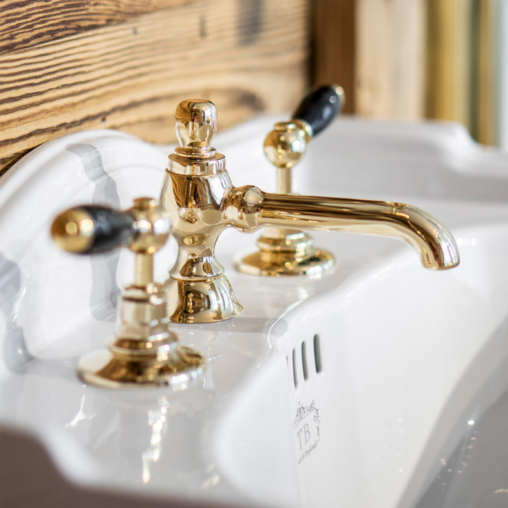 Badezimmer im Chalet Stil Nostalgie Armatur