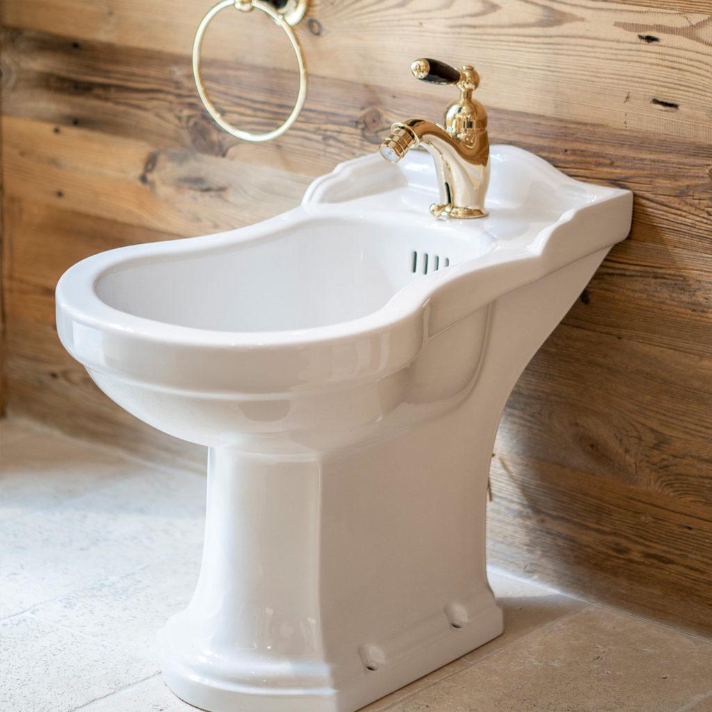 Badezimmer im Chalet Stil Nostalgie Bidet