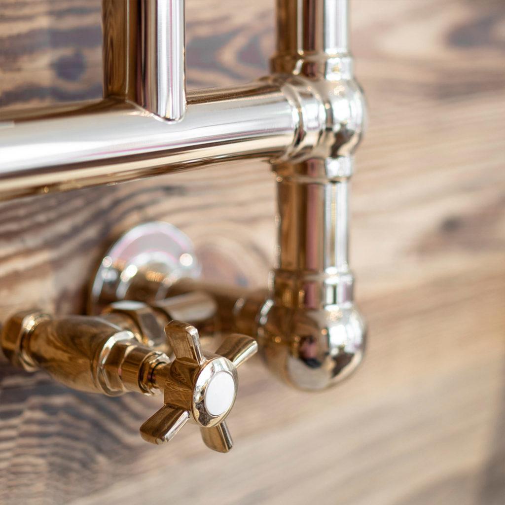 Badezimmer im Chalet Stil klassischer Handtuchwärmer