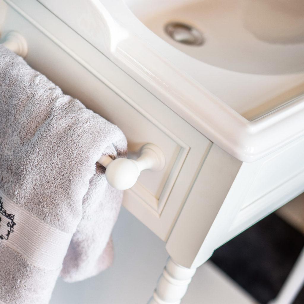 Vintage Waschtischmöbel Traditional Bathroom