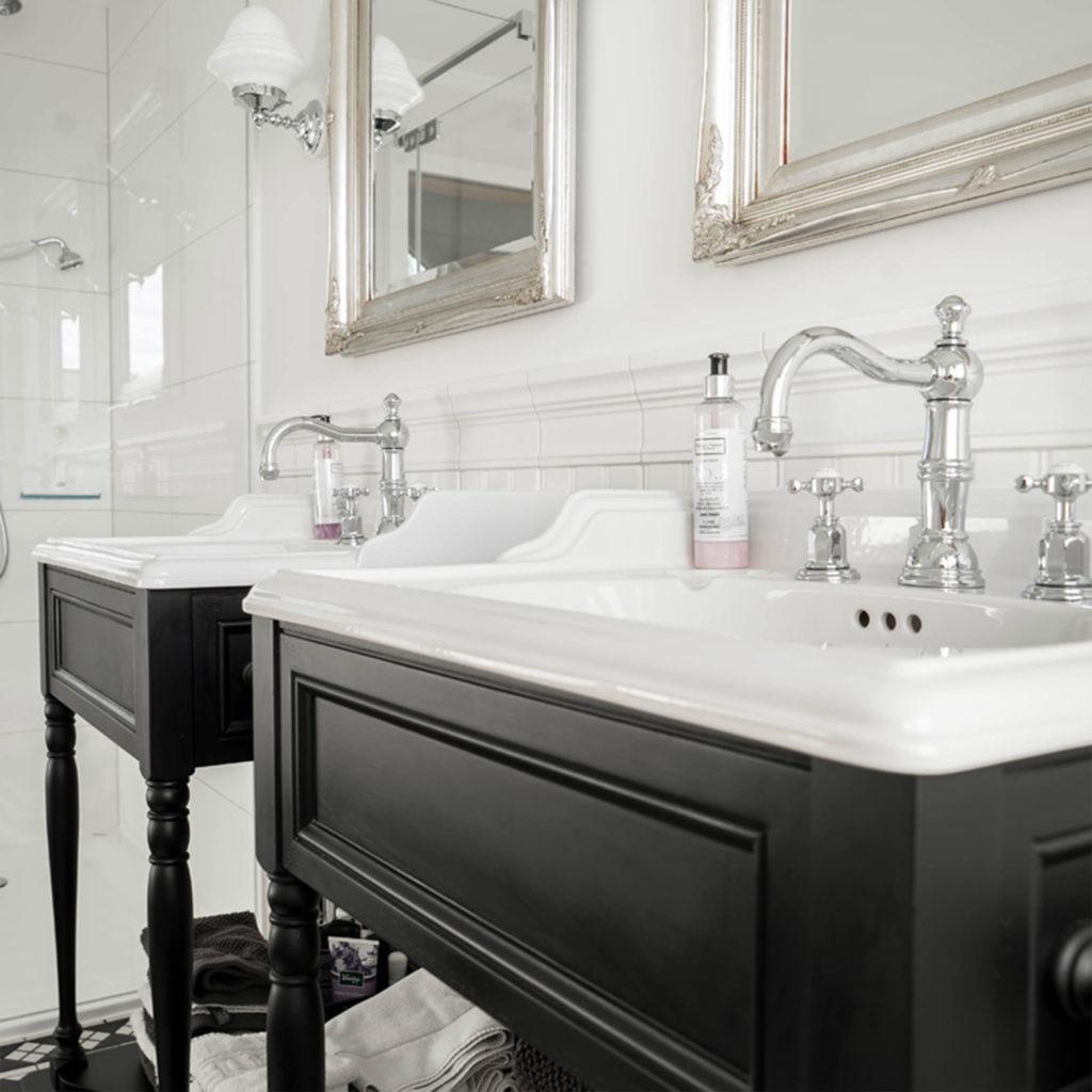 Traditionelles Badezimmer Vintage Waschtischmöbel
