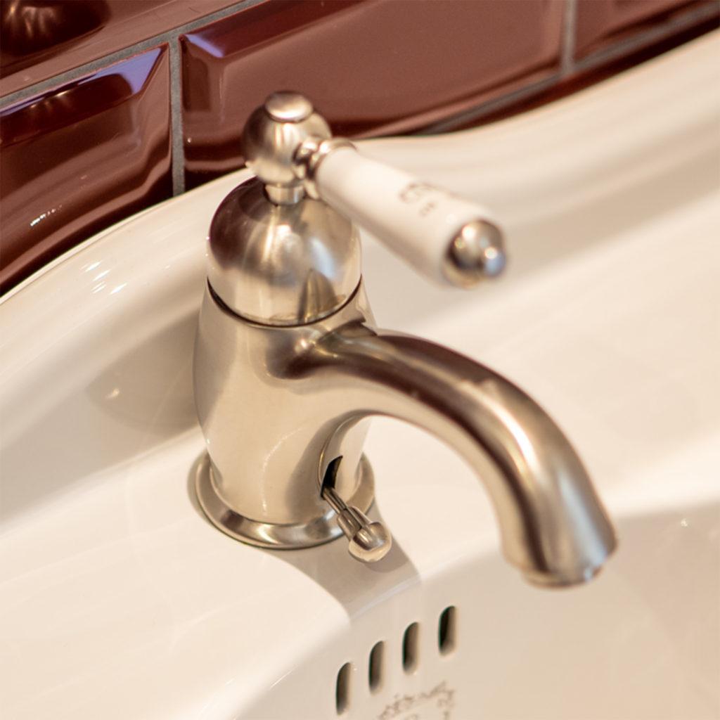 Bad im Retro Stil Traditioenller Waschtisch Einhebelmischer