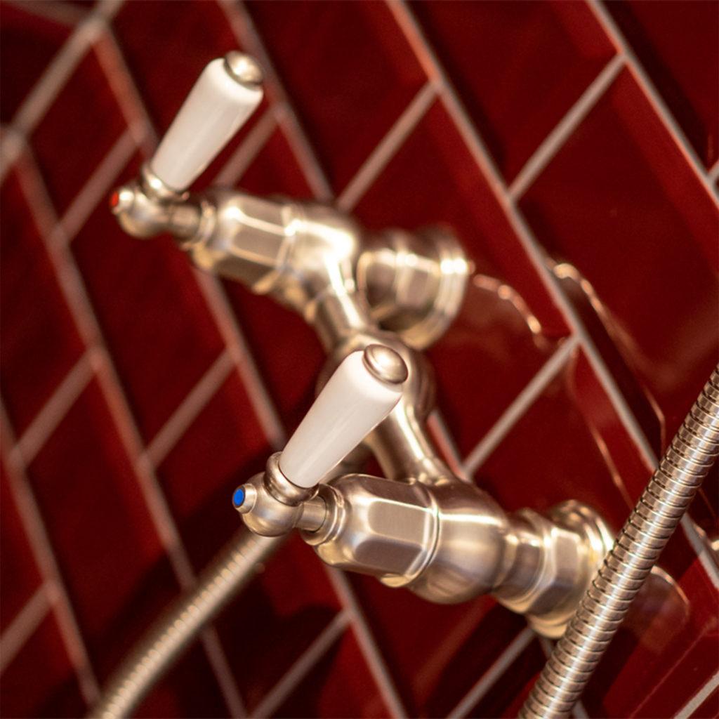 Bad im Retro Stil Vintage Duscharmaturen